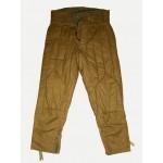 スウェットシャツからのソ連軍の軍事ズボン