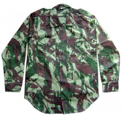 Los oficiales rusos del ejército camuflan el verano camisa