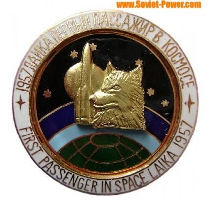 BADGE SPATIAL SOVIETIQUE Premier passager dans l'espace LAIKA