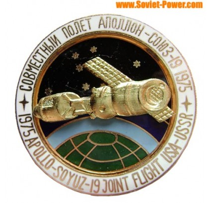 SOVIET SPACE BADGE APOLLO-SOYUZ joint flight USA-USSR