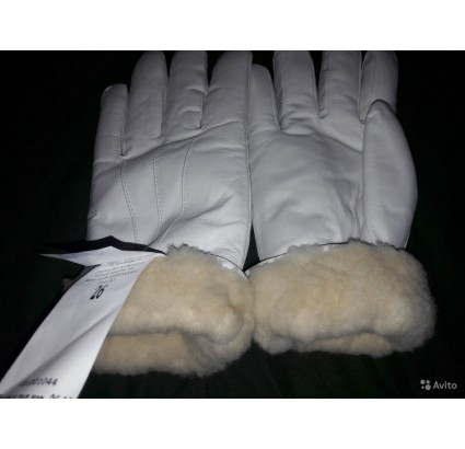 Coy of Honor Guards white parade leather gloves with fur